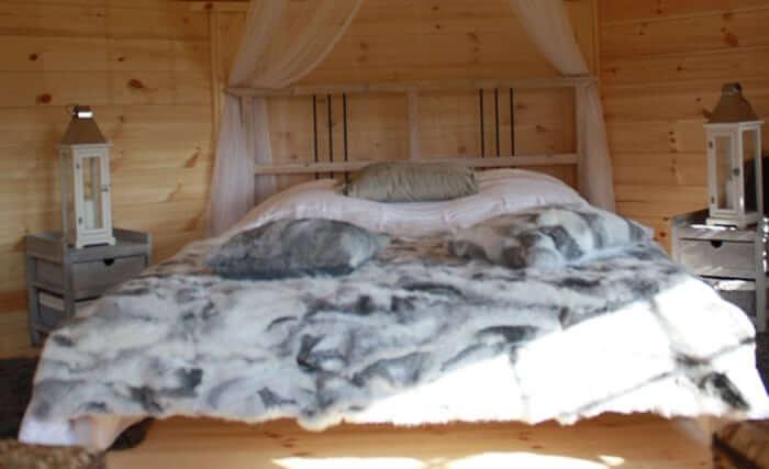 Le lit du chalet  kota de Dihan, hébergements insolites en Bretagne