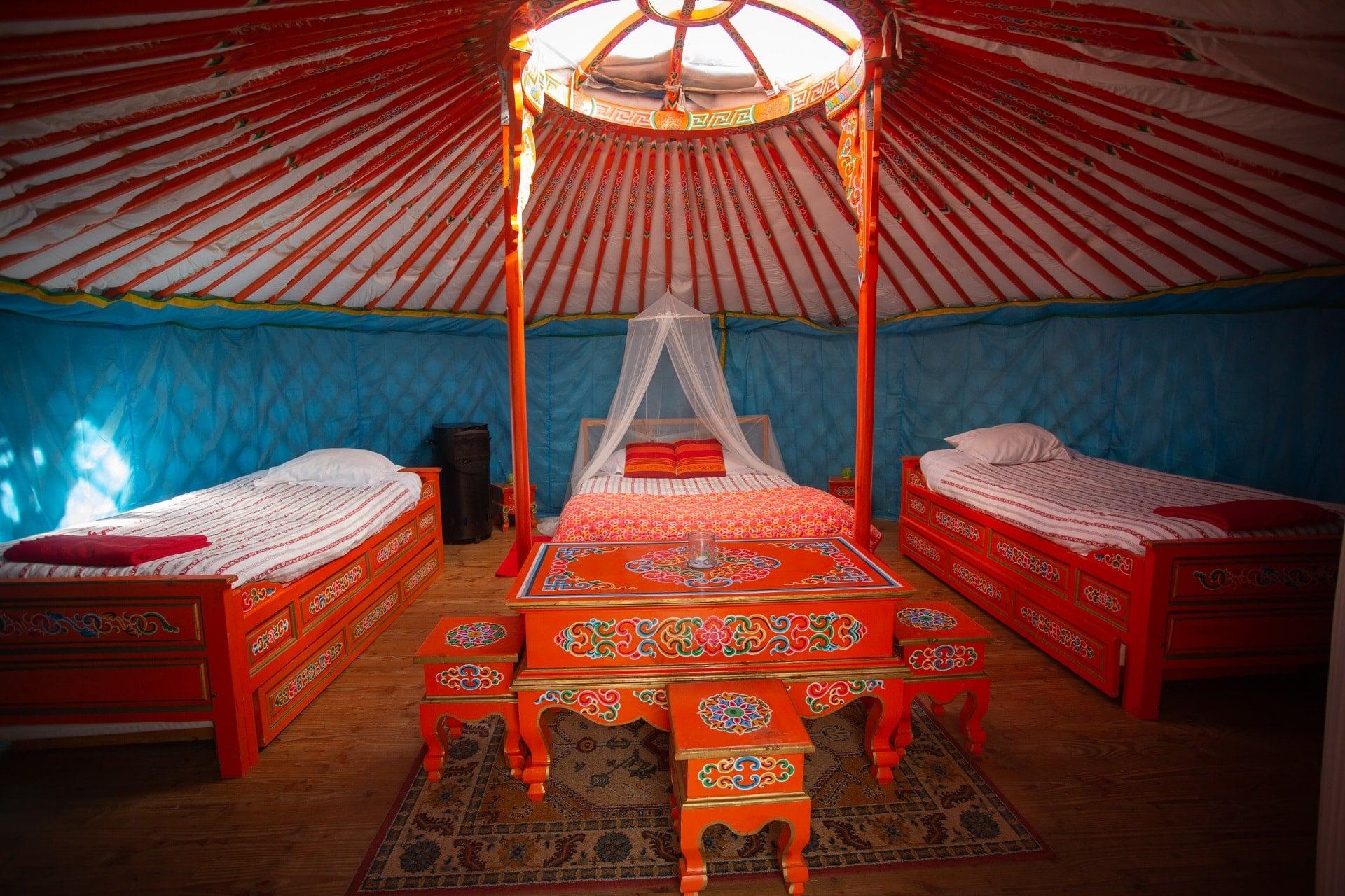 Intérieur hébergement yourte mongole - khan - morbihan