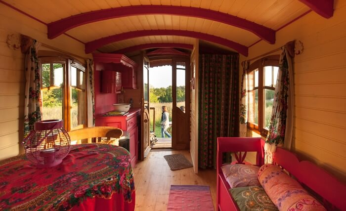 Gipsy caravan brittany unusual holidays in brittany - Interieur de roulotte ...