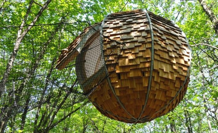 Une cabane dans les arbres très originale : le lov'nid de Dihan en Bretagne