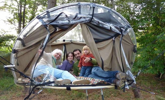 Camper dans les arbres, c'est possible à Dihan en Bretagne, dans le Morbihan.