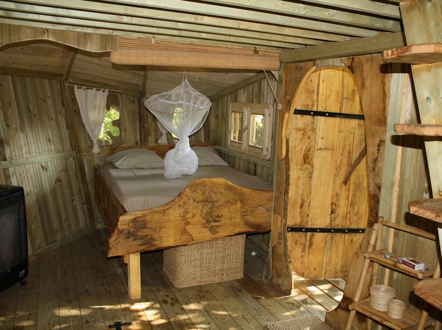 Intérieur cabane dans les arbres dans le Morbihan - Folenn
