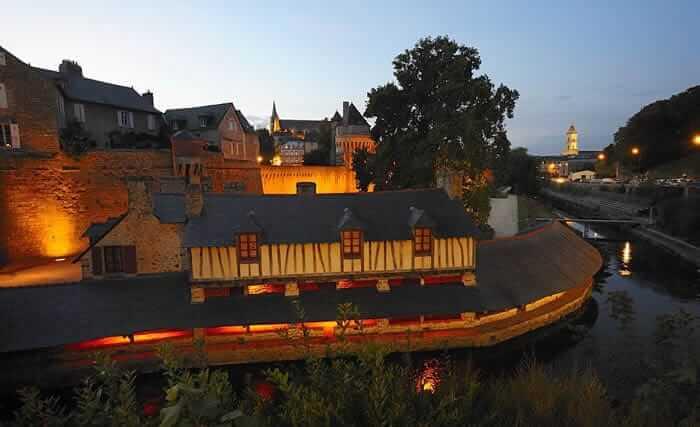 Vieille ville de Vannes, ses remparts, son vieux lavoir