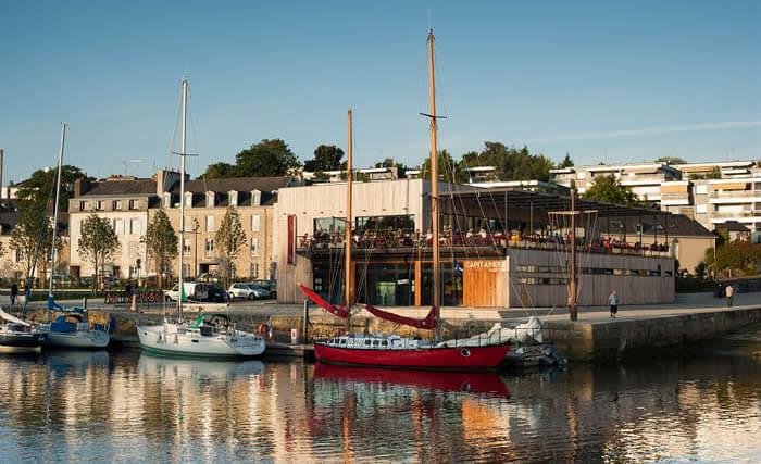 Sur le port vous trouverez un ambiance particulière de port de centre ville.