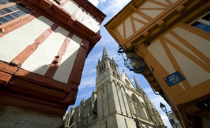 La cathédrale de Vannes, près de Dihan et ses chambres d'hôtes en Morbihan