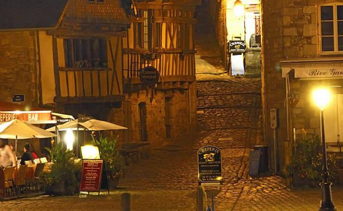 Ruelles médiévales à Auray près de Dihan, hébergements insolites en Morbihan