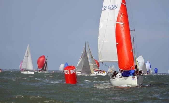 La trinité sur mer en Morbihan, départ de nombreuses régates