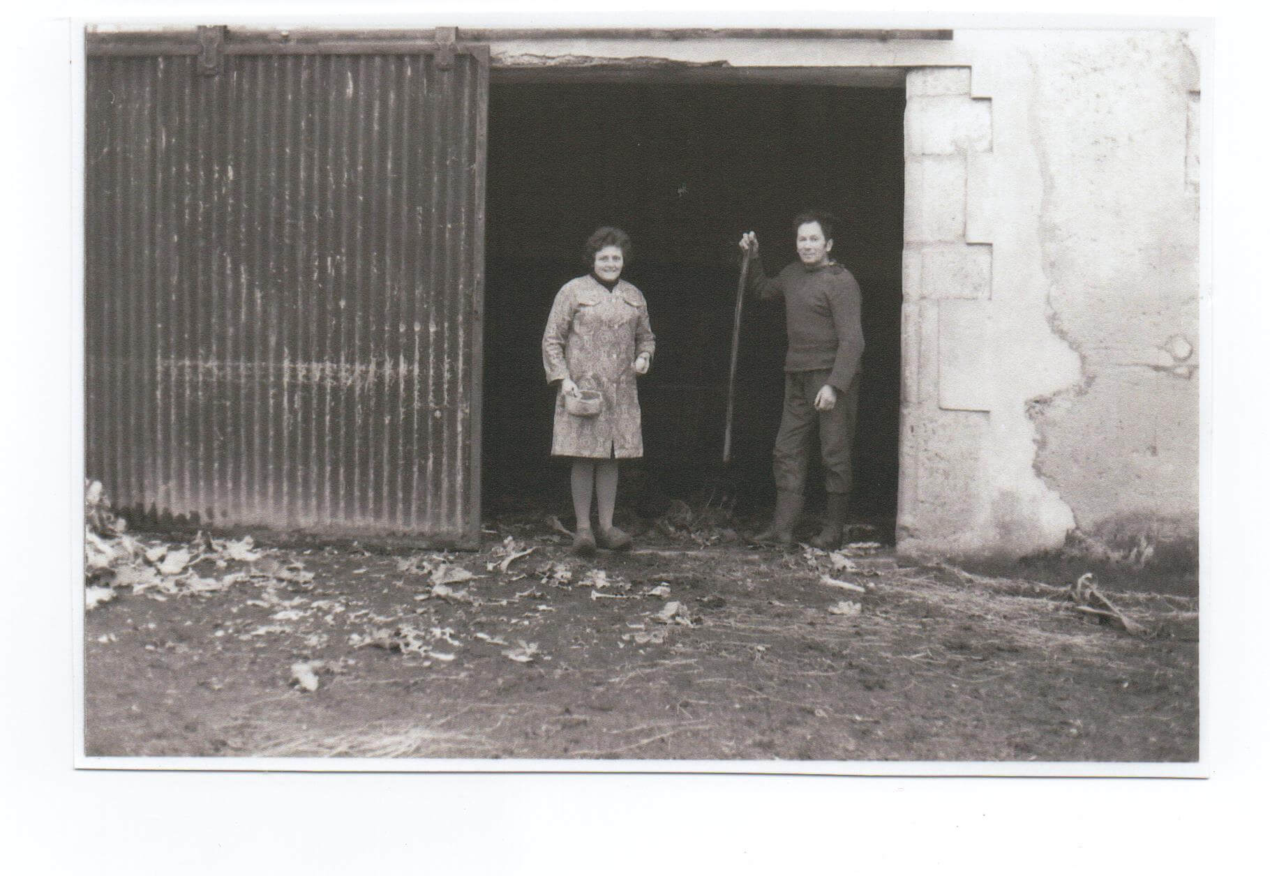 Anna et Jean, les grands-parents de Myriam, à l'époque où la ferme était encore en activité.