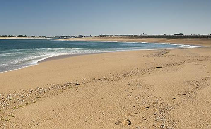 Des étendues de sable : ballades ou baignades sur les plages près de DIhan, hébergements insolites en Morbihan