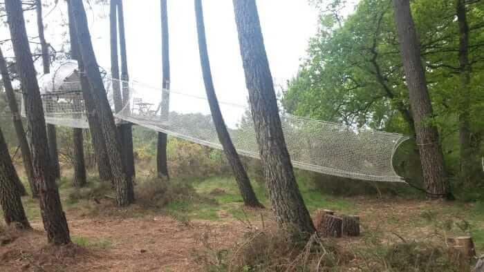 La tente bulle des cimes pour dormirdans les arbres enBretagne sud.