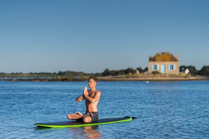 France, Morbihan (56), Belz, yoga sur paddle sur la ria d'Etel // France, Morbihan, Belz, yoga on paddle on Etel ria