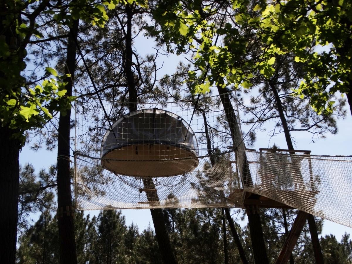 dormir dans les arbres en morbihan cabanes dans les. Black Bedroom Furniture Sets. Home Design Ideas