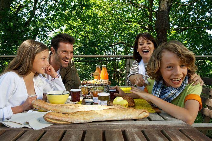 Petit-dejeuner en famille
